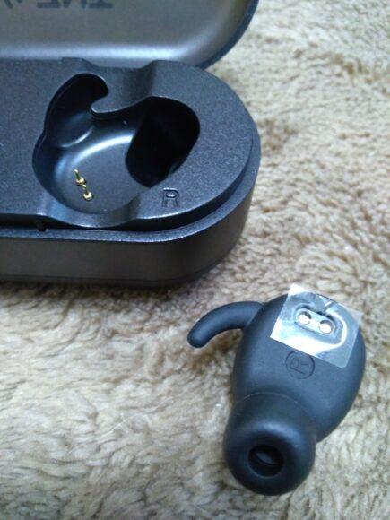 ZNT AirFits I充電ケースから外した状態